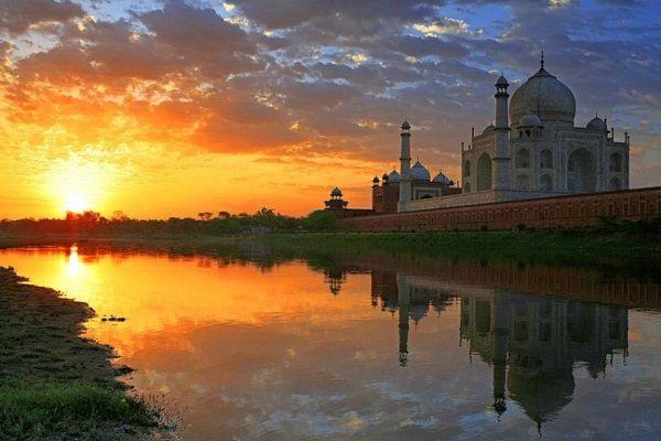 Sunrise at Taj Mahal image
