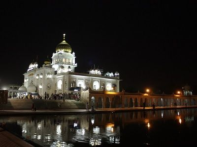 bangla sahib gurudwara at night
